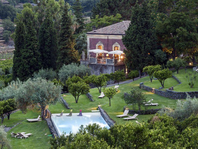 Celebrate a birthday or anniversairy in a villa in Sicily